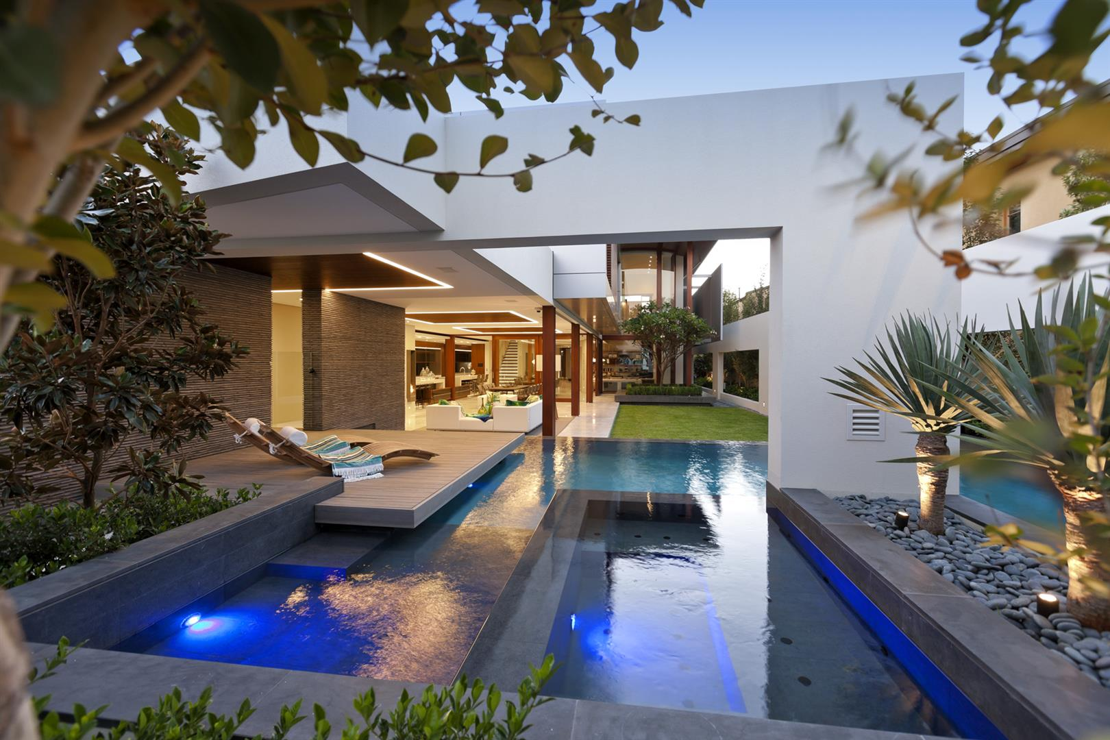 Swimming pool builders in perth dolphin pools for Swimming pool builders